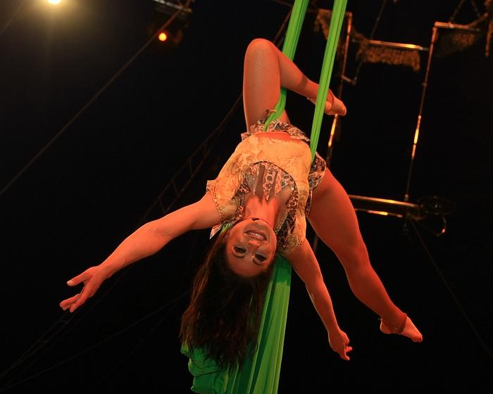 Circus Renz: Tissue Artiest Simona